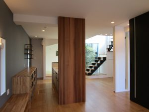 【新築戸建】無垢の木のぬくもりを感じる2階建て♪
